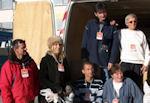 Patricia pose avec les Berdinois lors de la collecte à l'Intermarché de Venelles